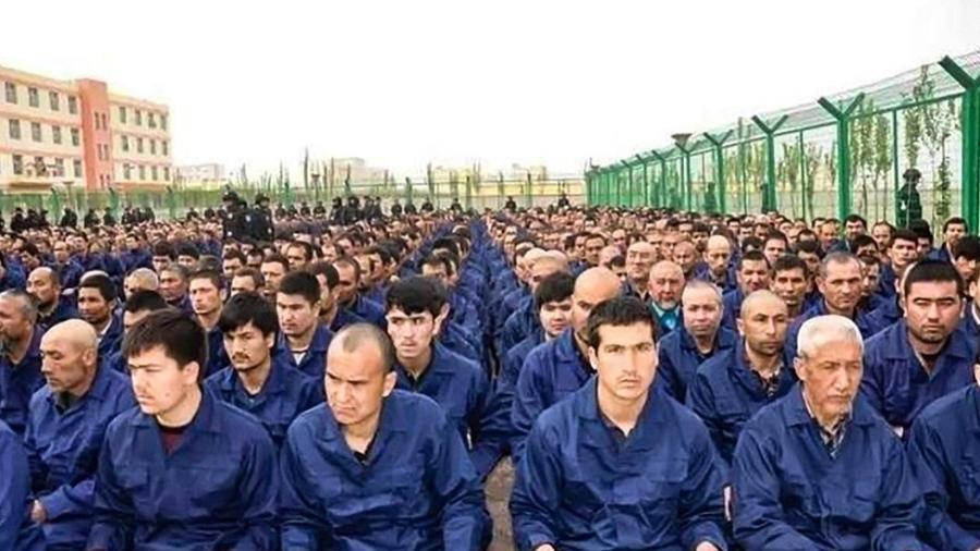 Estima-se que quase 1 milhão de pessoas tenham sido levadas para campos de detenção na China - BBC