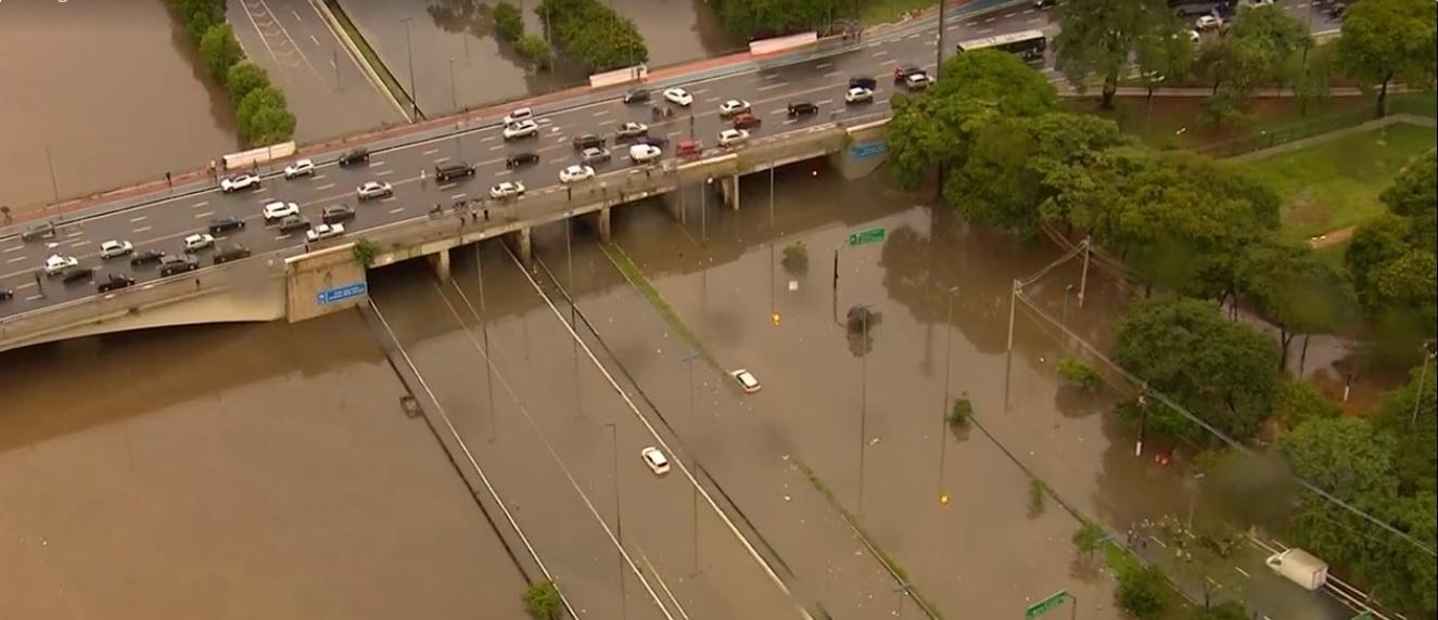 Resultado de imagem para Chuva em São Paulo causa uma morte, alagamentos e desabamentos