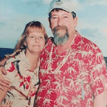 Rich Cox abraça a mulher Tracy - Reprodução