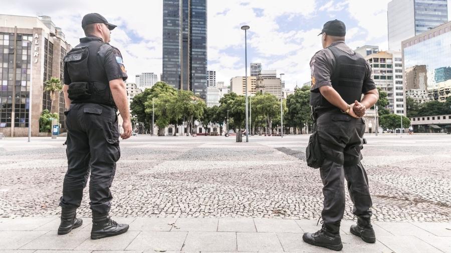 25.mar.2020 Coronavírus: Policiais Militares do Rio de Janeiro durante patrulhamento na quarentena - Reprodução/Twitter @PMERJ