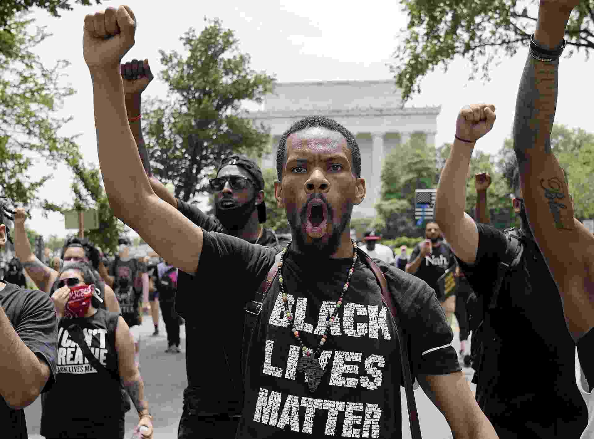 6.jun.2020 - Nos Estados Unidos, manifestantes protestam contra a morte de George Floyd - Drew Angerer/AFP