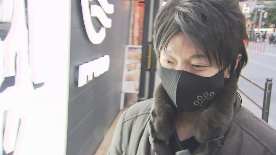 Takashi namorou todas elas simultaneamente e recebeu cerca de R$ 5 mil em presentes - Reprodução/Mainichi Broadcasting System