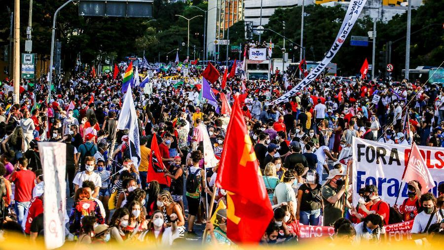 19.jun.2021 - Protesto contra o governo Bolsonaro no centro de Belo Horizonte - Cris Mattos/O Tempo/Estadão Conteúdo