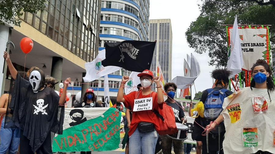 """No centro do Rio de Janeiro, manifestantes contrários ao presidente Jair Bolsonaro (sem partido) se reúnem no """"Grito dos Excluídos"""" - Marcela Lemos/UOL"""