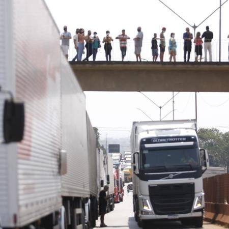 9 set. 2021 - Caminhoneiros bloqueiam a BR-381 em Igarapé, na região metropolitana de Belo Horizonte, em Minas Gerais - Fernando Michel/Hoje em Dia/Estadão Conteúdo
