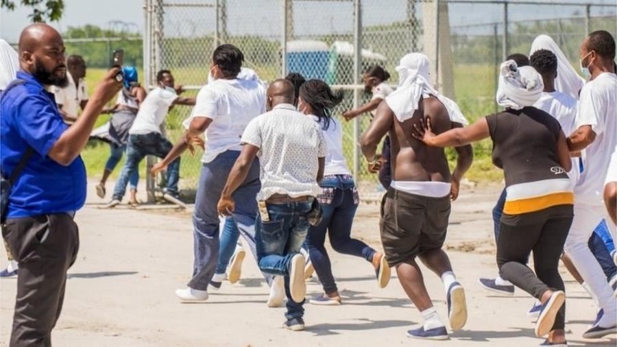 Algumas das pessoas deportadas para o Haiti tentaram voltar para a aeronave usada pelo governo dos EUA - REUTERS