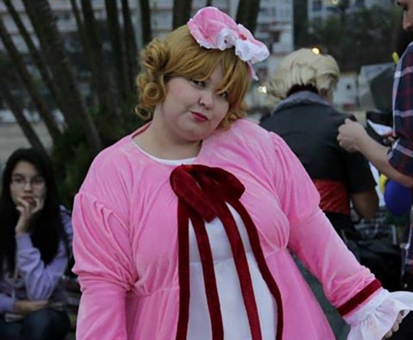 A professora Juliana Vita Innuendo, que é fã de animes e faz cosplay