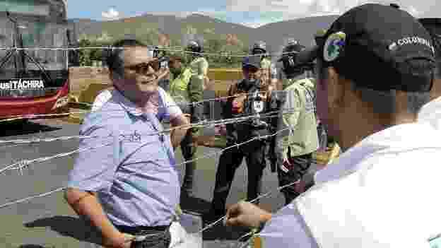 30.ago.2015 - O presidente da Venezuela, Nicolás Maduro, decidiu fechar a ponte Simón Bolívar, que une o país à Colômbia, depois que três soldados venezuelanos foram feridos a tiros. Ele responsabilizou paramilitares supostamente ligados ao ex-presidente colombiano Álvaro Uribe. Desde então, centenas de colombianos que viviam na Venezuela - muitos deles sem documentos - foram expulsos do país - BBC Mundo
