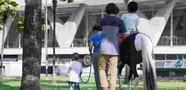 Pôneis ajudam crianças em hospital - CCMS/Ministério da Saúde - CCMS/Ministério da Saúde