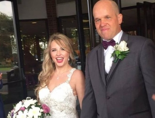 Há menos de dois anos, Christopher salvou a vida de Heather; hoje, eles estão casados