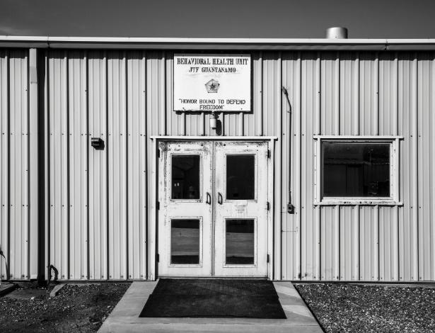 Entrada do Unidade de Saúde Comportamental da prisão de Guantánamo, em Cuba
