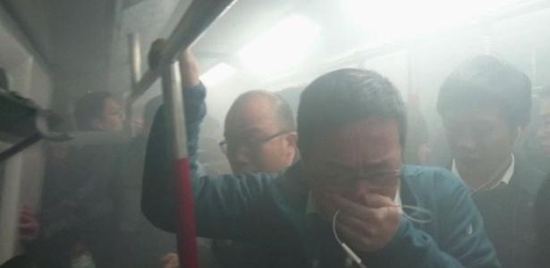 11.fev.2017 - Dezoito pessoas ficaram feridas na sexta-feira (10) em um incêndio provocado deliberadamente no metrô de Hong Kong, anunciaram as autoridades locais