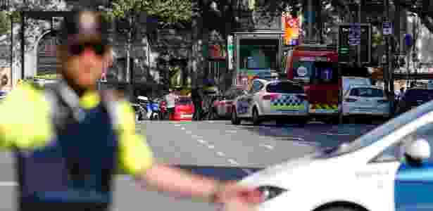 17.ago.2017 - Polícia isola área onde o furgão atropelou os pedestres em Barcelona - PAU BARRENA/AFP