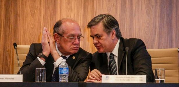 Gilmar Mendes (à esq.) e o senador tucano Cássio Cunha Lima durante seminário para discutir a reforma política