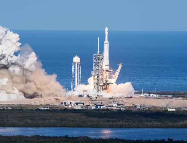 Com quatro anos de atraso, o foguete Falcon Heavy finalmente chegou ao espaço - Jim Watson/AFP