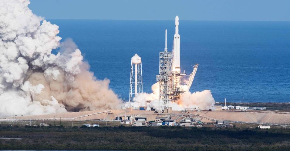 6.fev.2018 - O Falcon Heavy é o foguete mais poderoso do mundo desde o Saturno 5