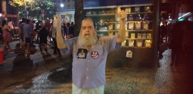 20.mar.2018 - Alfredinho, dono do Bip Bip, em ato pelas mortes de Anderson e Marielle