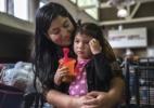 Famílias migrantes são reunidas nos EUA, mas algumas crianças não reconhecem suas mães - Victor J. Blue/The New York Times