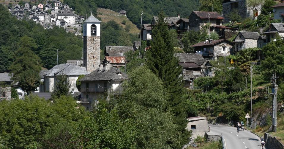 25.jul.2018 - Vilarejo de Corippo, no interior da Suíça, decide virar um hotel para não falir