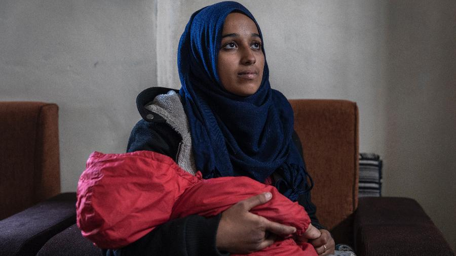 Hoda Muthana, que deixou o Alabama para se juntar ao Estado Islâmico há quatro anos, dá entrevista no campo de refugiados de Al-Hawl, na Síria - Ivor Prickett/The New York Times