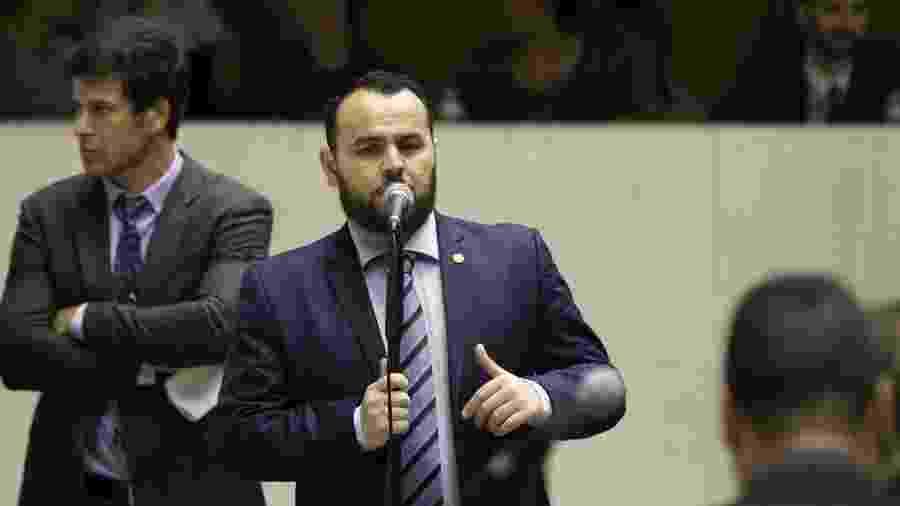 O deputado Gil Diniz (PSL) fala durante sessão na Assembleia Legislativa de São Paulo - Bruno Rocha /Fotoarena/Folhapress