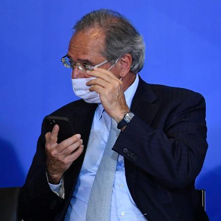 Guedes diz que antecipará o 13º dos aposentados, mas não falou para quando - Mateus Bonomi/AGIF/Estadão Conteúdo
