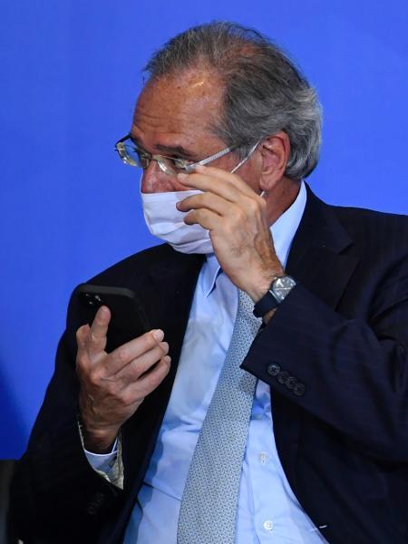24.fev.2021 - O ministro da Economia, Paulo Guedes, durante cerimônia de posse dos novos ministros da Cidadania e da Secretaria-Geral - Mateus Bonomi/AGIF/Estadão Conteúdo