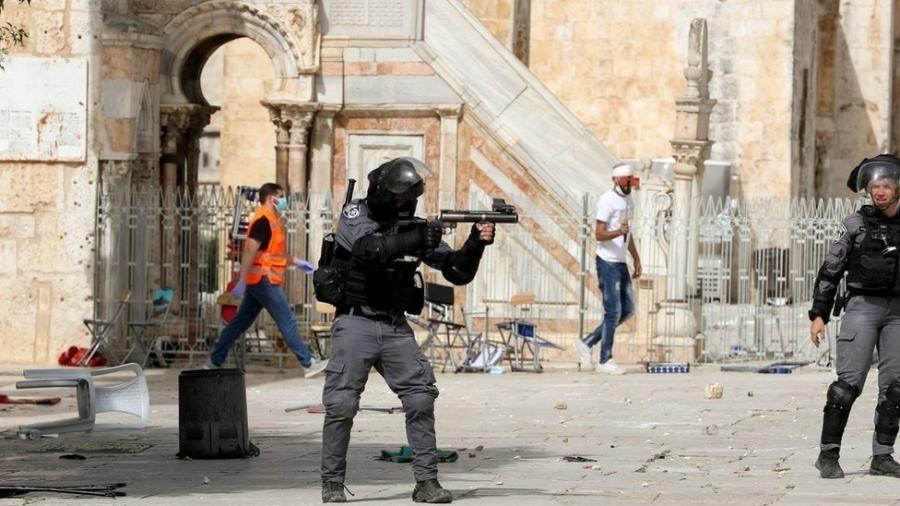 Confrontos violentos ocorreram do lado de fora da mesquita de Al Aqsa, na Cidade Velha de Jerusalém - Reuters