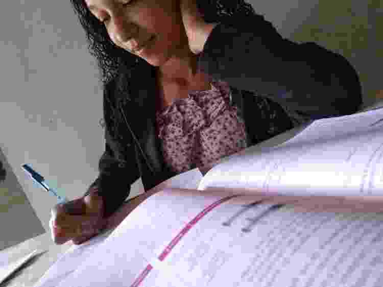 Maria Vitória, 15, mora na zona rural de Seabra e usa materiais impressos para aprender conteúdos - Arquivo pessoal - Arquivo pessoal