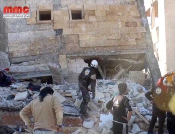15.fev.2016 - Escombros do hospital em Idlib apoiado pela ONG Médicos Sem Fronteiras