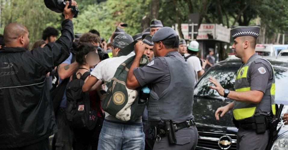 Estudantes durante ato contra o fechamento de salas e a máfia das merendas, em São Paulo (SP), nesta terça-feira (29)