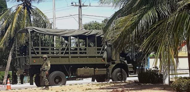 Homens do Exército fazem patrulhamento nas ruas da Grande Natal neste sábado (21)