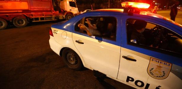 Homem baleado no Morro Dona Marta chega ao Hospital Miguel Couto