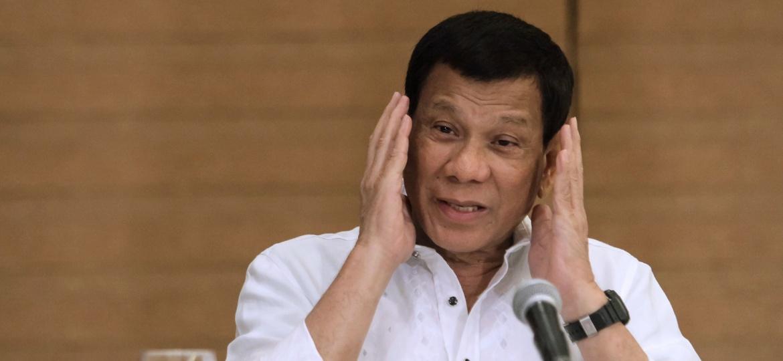 Rodrigo Duterte, durante entrevista a jornalista - 9.fev.2018 - AFP