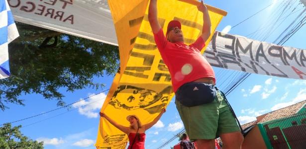 Manifestantes pró-Lula estão acampados nas proximidades da PF, em Curitiba