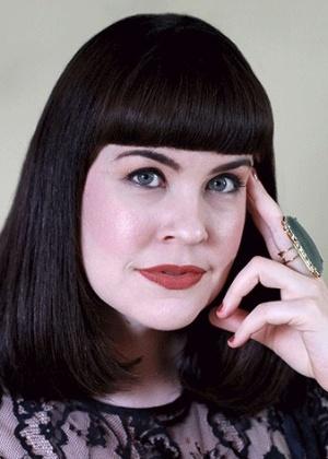 Caitlin Doughty tem quase meio milhão de seguidores no canal 'Pergunte Para Uma Agente Funerária', do YouTube