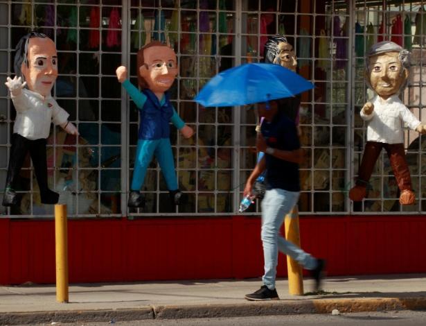 15.jun.18 - Piñatas dos candidatos mexicanos em Ciudad Juarez, México - Jose Luis Gonzalez/Reuters