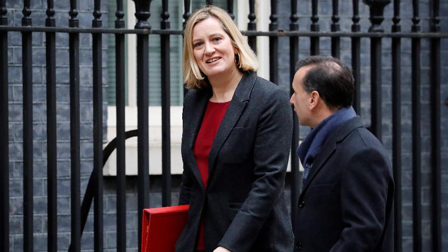 Ministra do Trabalho e Previdência Amber Rudd chega à residência oficial da premiê britânica - Tolga AKMEN / AFP