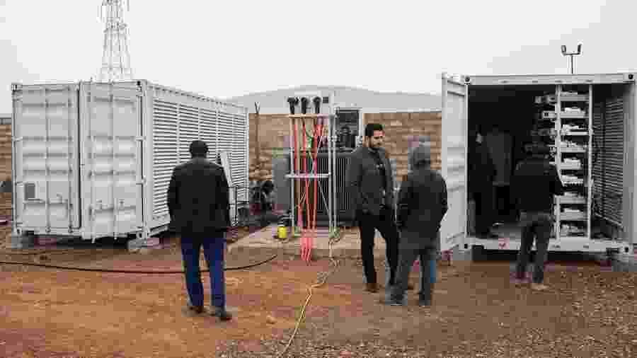 Operação de mineração de bitcoin em deserto nos arredores de Teerã, no Irã - Arash Khamooshi/The New York Times