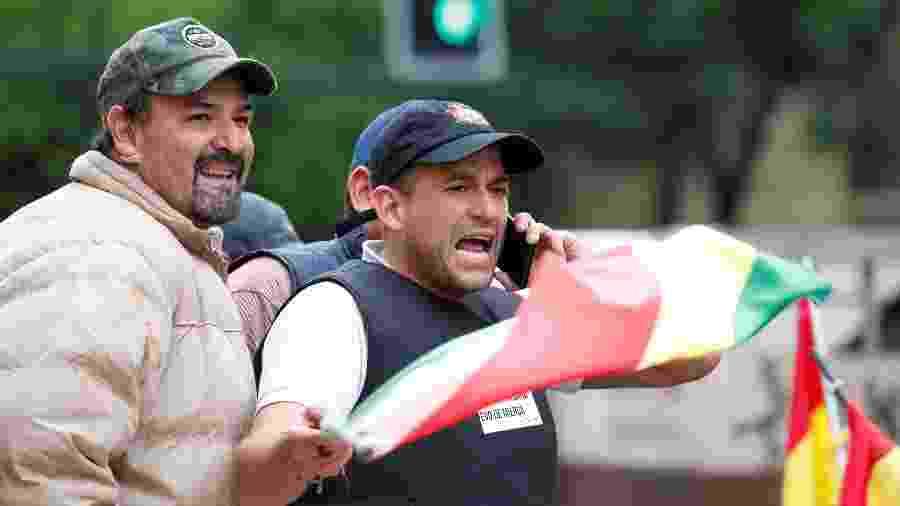 Luis Fernando Camacho, à direita, principal figura da oposição a Evo Morales - Reuters