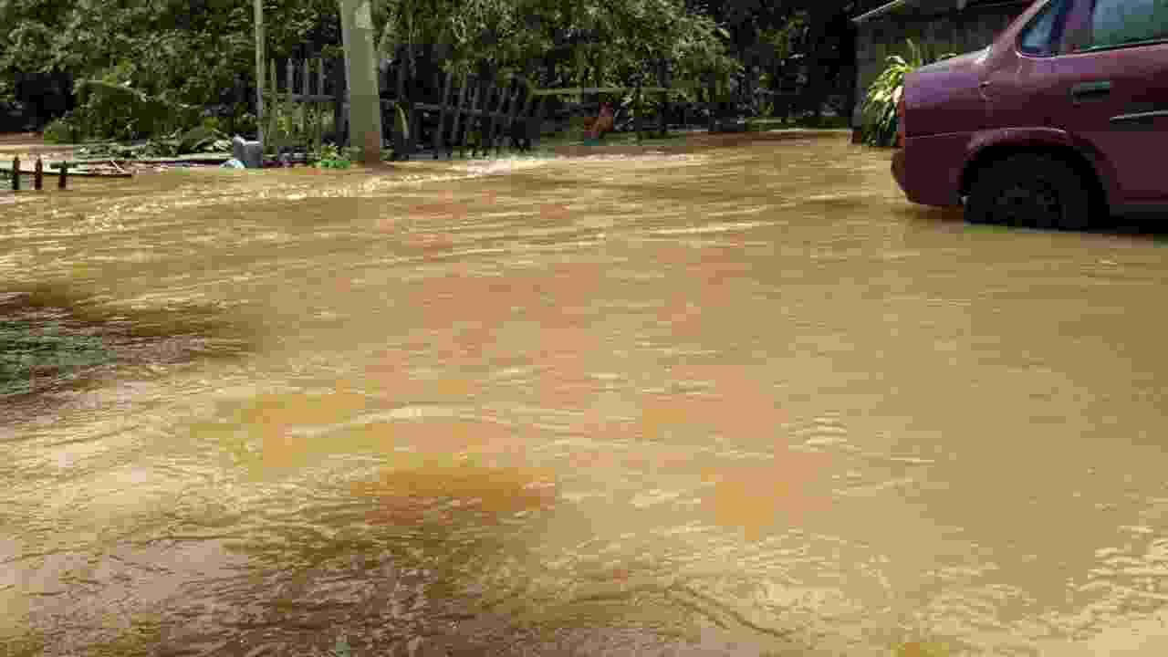 664 pessoas estão desabrigadas no ES após fortes chuvas; duas morreram - Arleson Schneider Godoi/Folha de Vitória