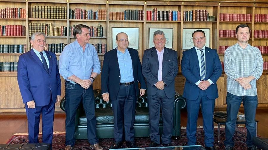 Da esquerda para a direita: O senador Izalci Lucas (PSDB-DF), o presidente Jair Bolsonaro (sem partido), o governador do DF Ibaneis Rocha (MDB), ex-deputado Alberto Fraga (DEM), ministro Jorge Oliveira e secretário de Segurança Anderson Torres - Reprodução