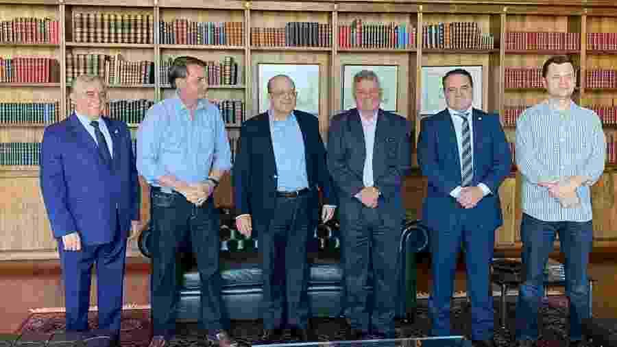 Torres (último à direita) conhece o presidente desde os tempos do Congresso - Reprodução/Twitter/@Planalto