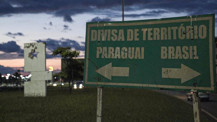 Placa em Ponta Porã (MS) que informa divisa entre Brasil e Paraguai - 27.jan.2020 - Marina Garcia/UOL