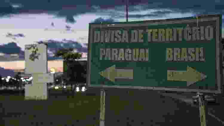 Placa em Ponta Porã (MS) que informa divisa entre Brasil e Paraguai - 27.jan.2020 - Marina Garcia/UOL - 27.jan.2020 - Marina Garcia/UOL