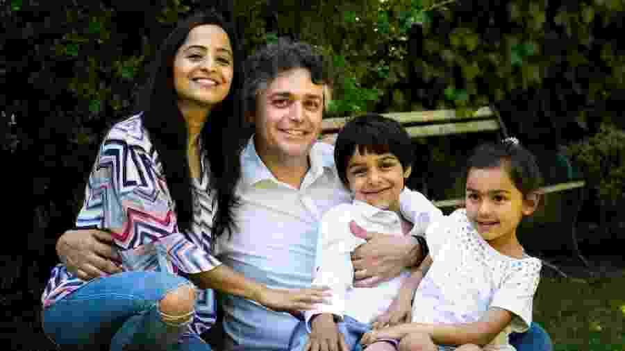 O cardiologista Alessandro Giardini, que quase morreu após contrair o novo coronavírus, ao lado da família - Divulgação/NHSBT