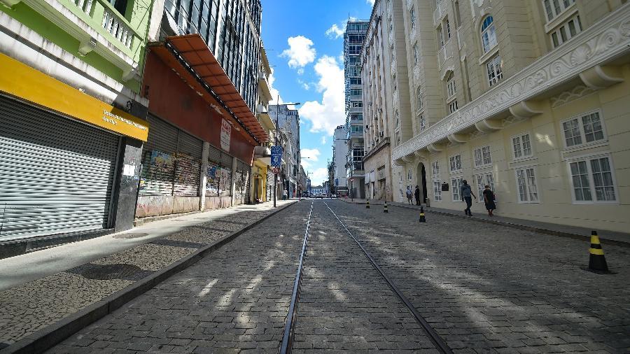 Salvador com ruas vazias após medidas de restrição impostas pelo governo da Bahia - 4.mar.2021 - Jefferson Peixoto/Futura Press/Estadão Conteúdo