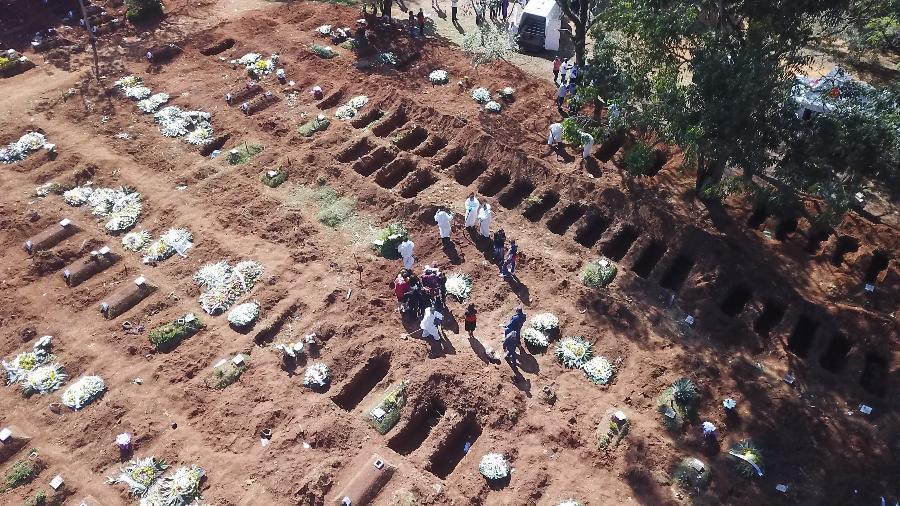 Média móvel de mortes ficou hoje em 1.953; número está acima de 1.000 há 118 dias - Jose Antonio/Anadolu Agency via Getty Images