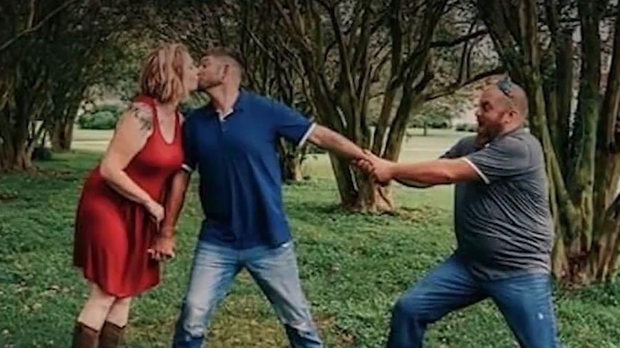 À direita, vítima fazia ensaio fotográfico com o melhor amigo e a esposa dele - Reprodução/TV ABC8