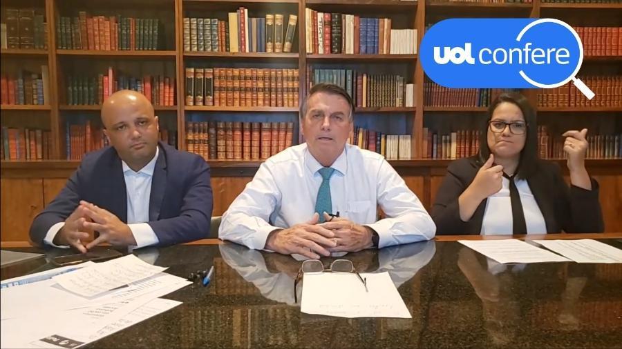 17.jun.2021 - O presidente Jair Bolsonaro em sua live semanal, ao lado do líder do governo na Câmara, deputado Major Vitor Hugo (PSL-GO) - Reprodução/YouTube Jair Bolsonaro